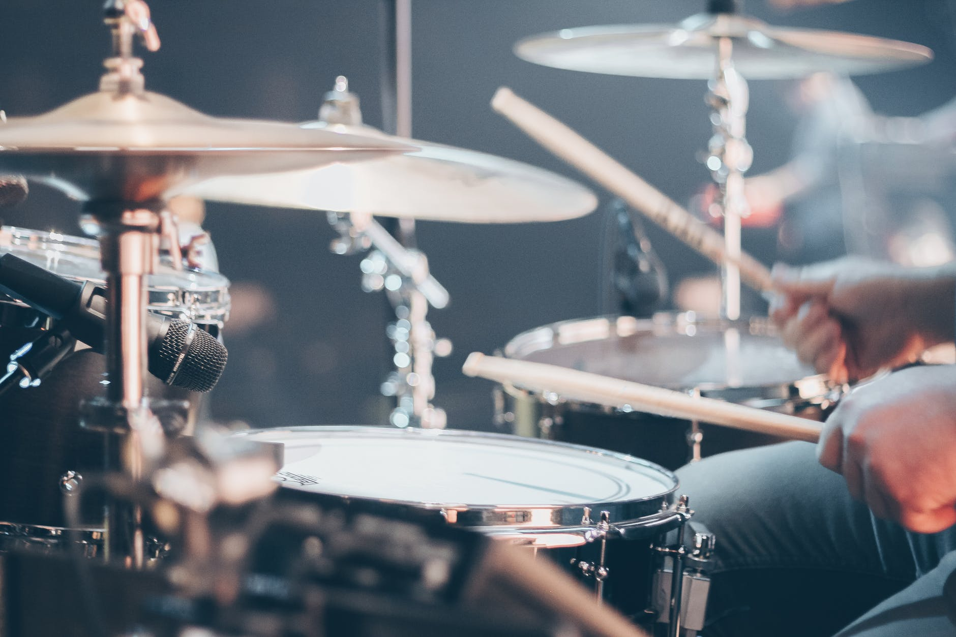 /static/uploads/users/588/thumbnails/downloads/close-up-photo-of-drum-set-995301x600.jpeg
